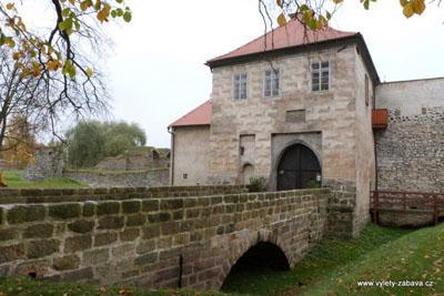 Zřícenina vodního hradu Lipý