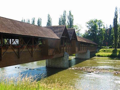 Drevený kolonádový most