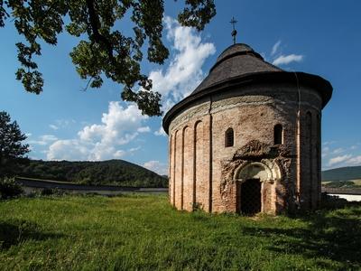 Románska rotunda v Šiveticiach